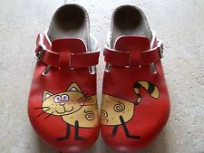 red cat clogs